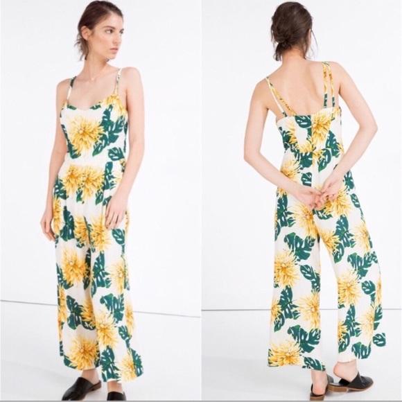47c020c53902 NWOT Zara Tropical Floral Jumpsuit Romper XS. M 5b4815a734a4effeae9f20e4